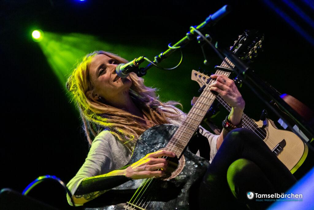 Sarah Lesch im Heavy-Metal Schuppen